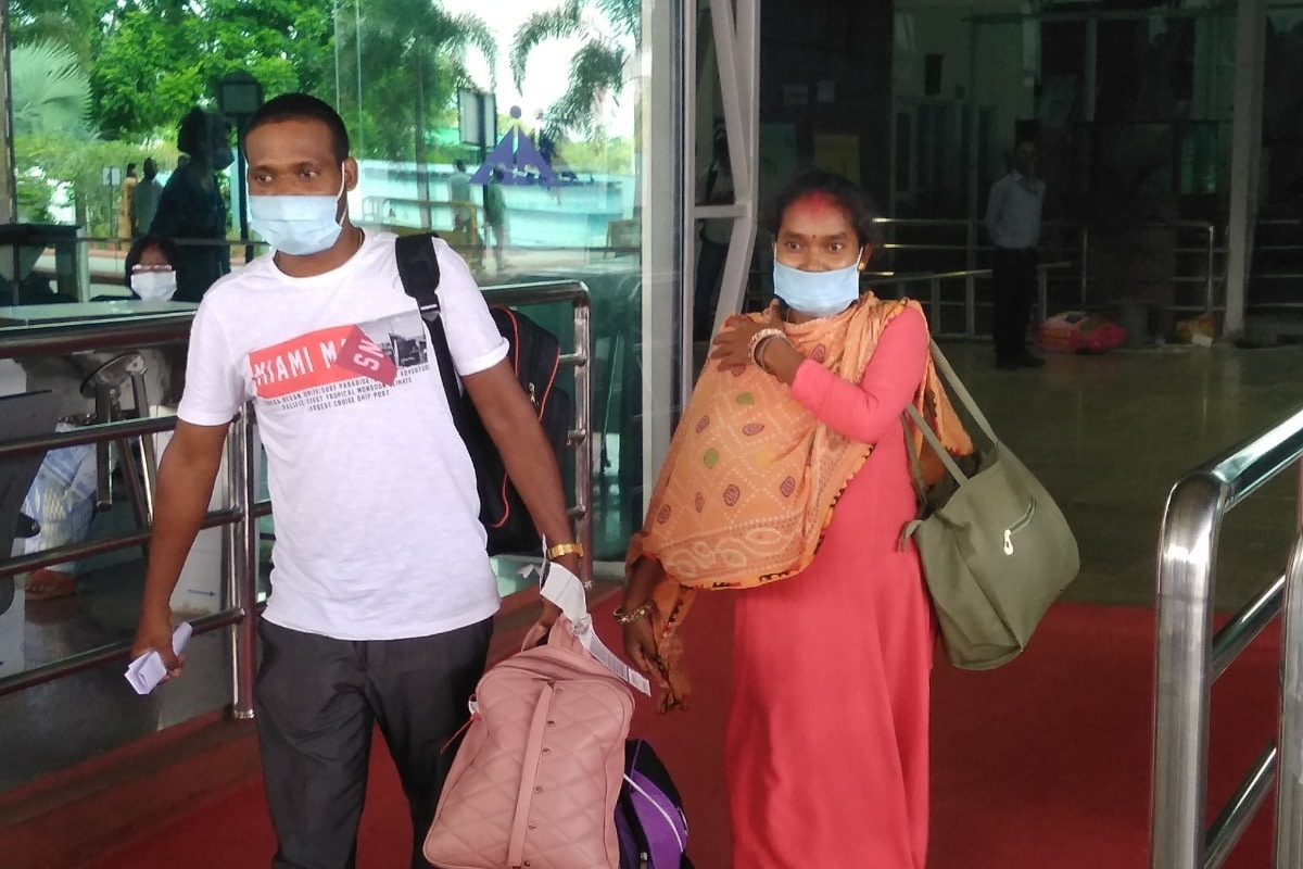 Image ofGwalior-went-from-Scooty-to-Godda-Dhananjay-and-Soni-returned-to-Ranchi-from-the-flight-Told-the-helpers-thank-you